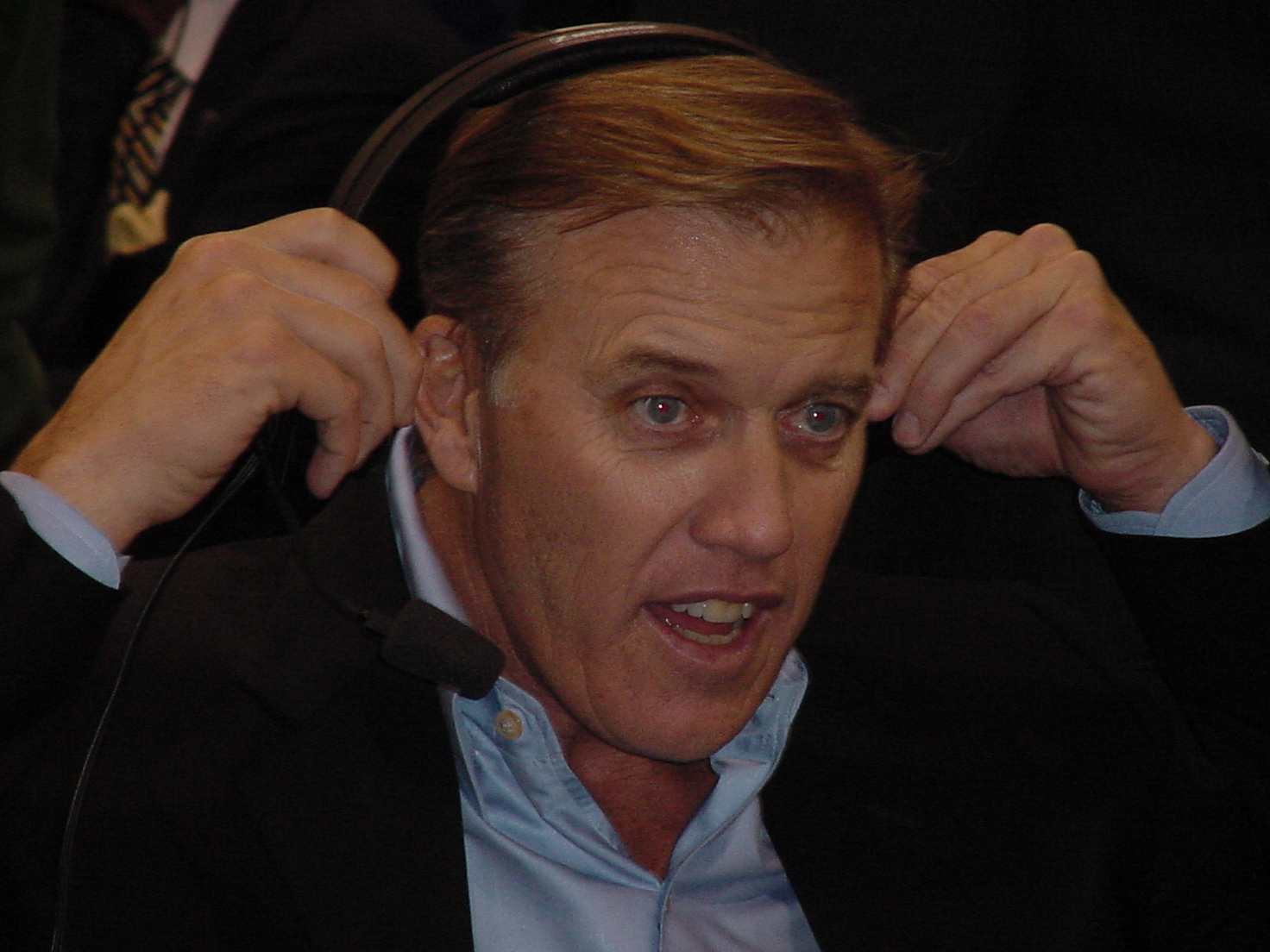 ... com : Photo Gallery :: Super Bowl 42 Pre-Game Events :: 89_John_Elway